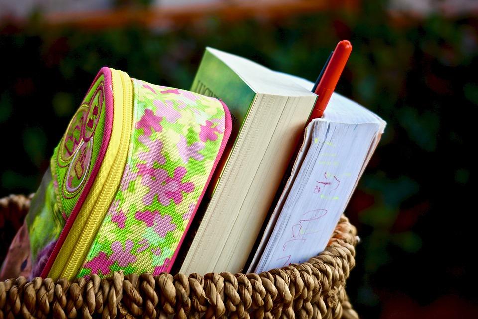 books-2957766_960_720
